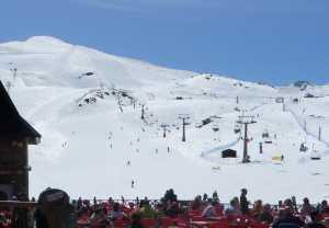 Sierra Nevada y su nieve crema de fin de temporada. Diego Tornal nos habla de su test de esquís y la quedada de Nevasport en Baqueira.